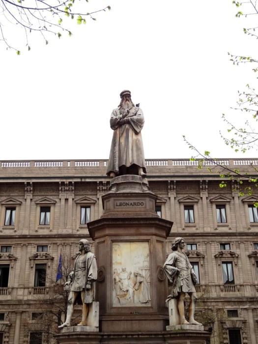 The statue of Leonardo Da Vinci