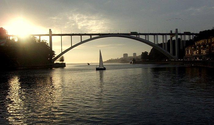 Ponte da Arrábida bridge