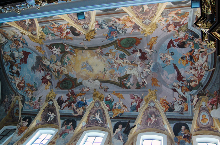 The fresco on the cathedral's ceiling was painted by Giuglio Quaglio.