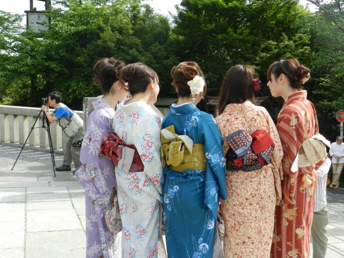 girls wearing Kimono in Kyoto