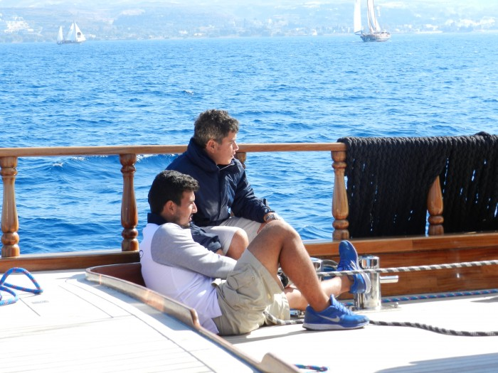 Sailing is fun, but also difficult. These are the funniest boys ever. Time is flying with their jokes on board. They are like Bert and Ernie.