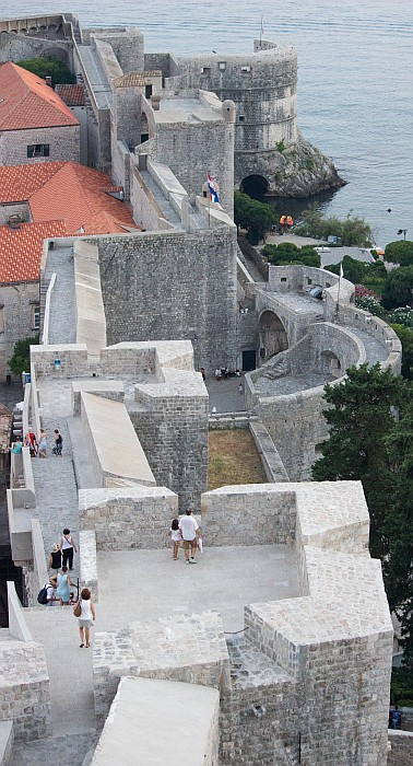Majestic walls, sight from the Minčeta fort towards the Pile Gate in the west and the Bokar fort by the sea