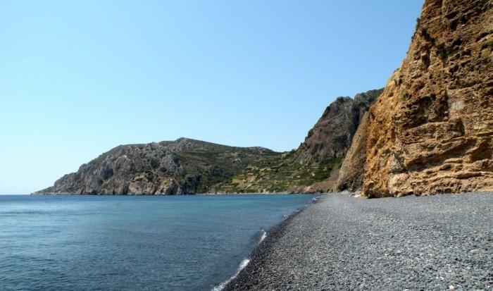 The black beach – Mavros Gyalos