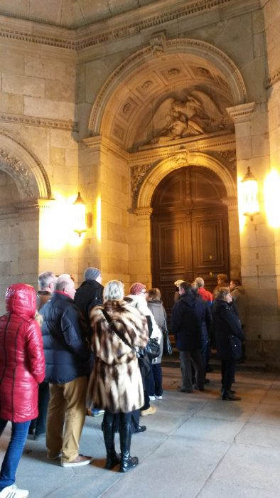 Art lovers waiting the museum opening early in the morning at Great Masters Gallery