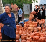Selling pottery at the road resting area