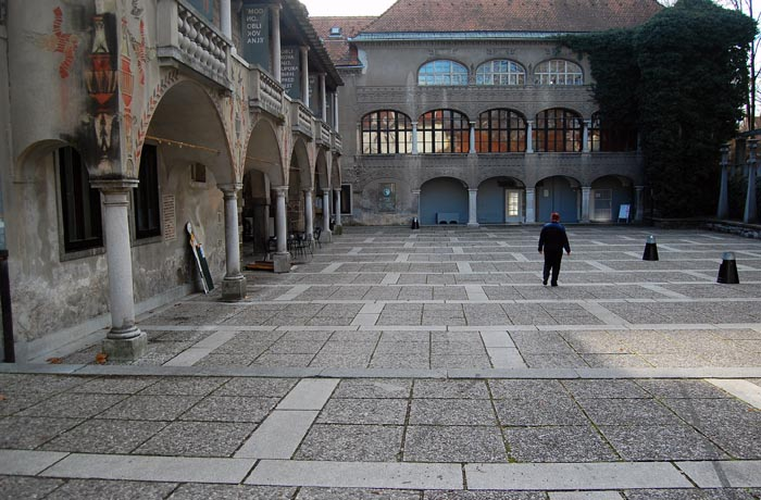 This courtyard is officially called The Courtyard Of Hell. Ah, if those monks and nuns could see their courtyard now…