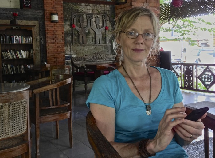 Keeping in touch with family, Ubud, Bali © Barbara Gabriel, 2013
