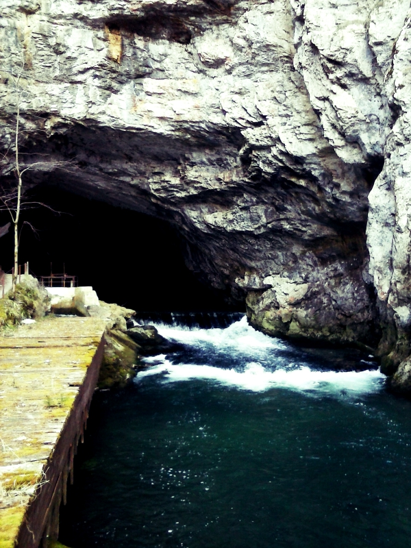 entrance to Planina cave