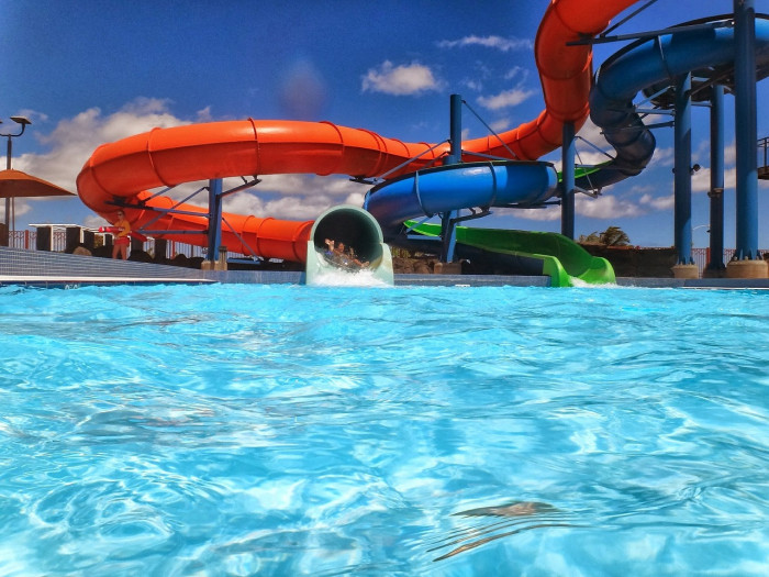 Image Source: https://pixabay.com/en/waterslide-waterpark-aquapark-pool-398249/
